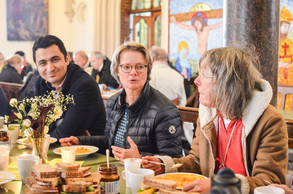 Renate Franke (mitte), Mitglied Des Stiftungsrats Des House Of One, Und  Teilnehmer. Mittagessen Der Suppenküche