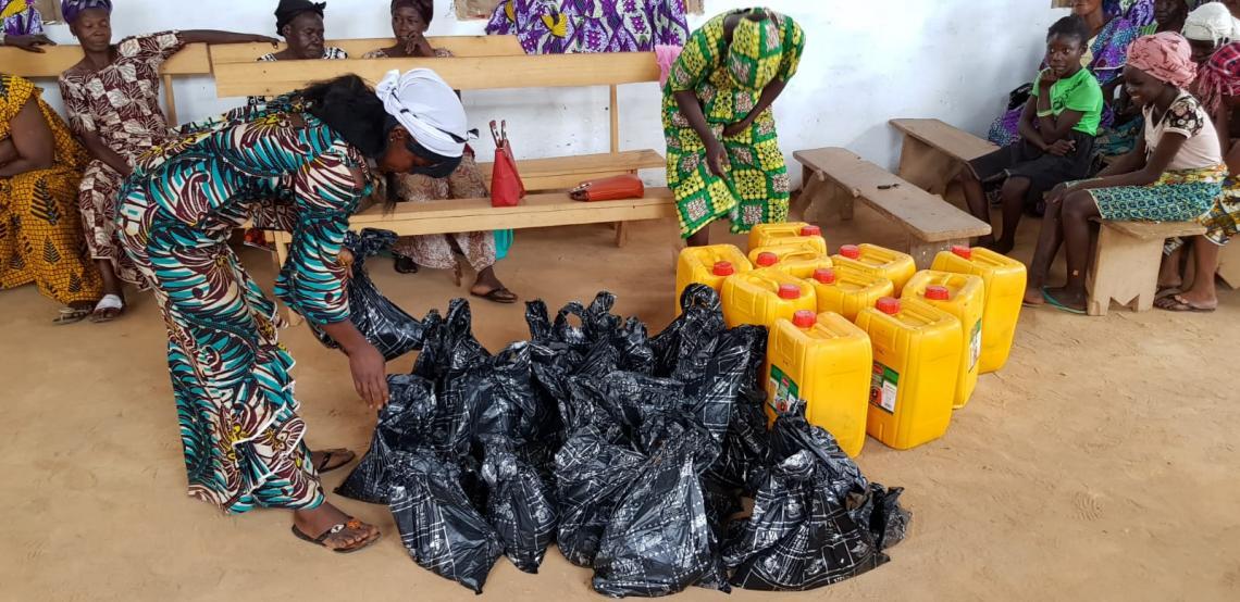 Hilfsgüter aus der Kurbanspende 2019 in einer Kirche in Bangui.