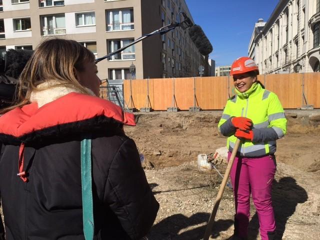 Archäologin Claudia Melisch, Expertin für das mittelalterliche Berlin, wird die kommenden drei Monate nach Spuren der ersten Berlinerinnen und Berliner suchen.