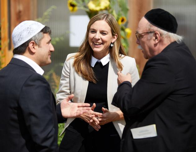 Imam Kadir Sanci, Pfarrerin Corinna Zisselsberger und Rabbiner Andreas Nachama (von links)